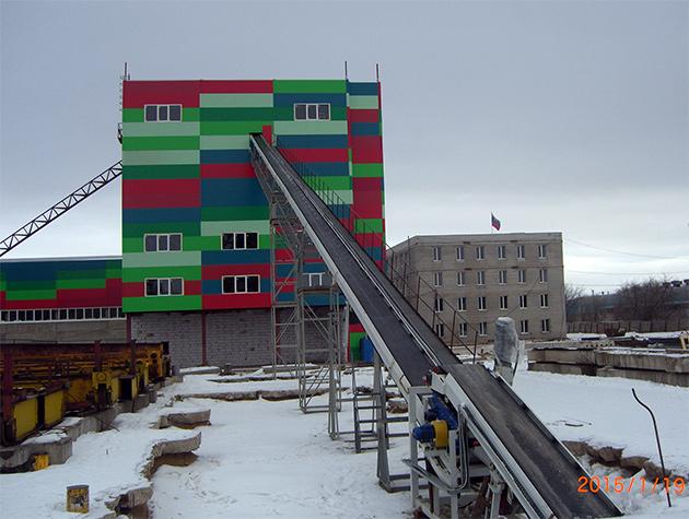 Автоматический завод башенного типа с системой конвейеров